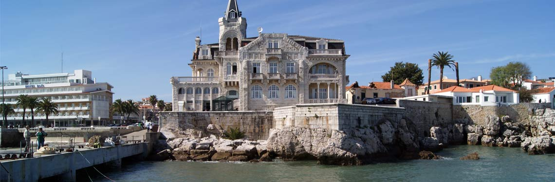 Discover Cascais by train